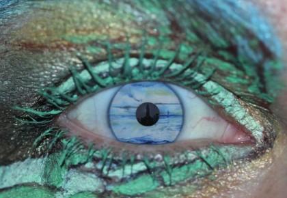 """""""GEZIEN DOOR MIJN O(O)G(EN), Digitale fotobewerking kunsthars op Alu-Dibond, 50 x 50 cm"""